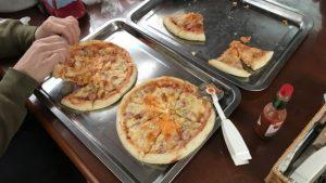 村カフェのピザ